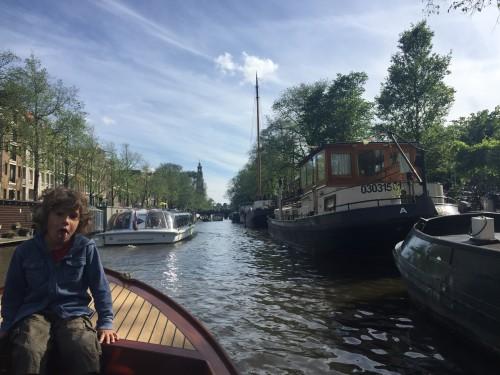 Vožnja s čolnom po kanalih Amstrdama, Nizozemska