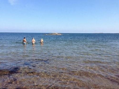 Kopanje v Baltskem morju v bližini Stockholma (Švedska)