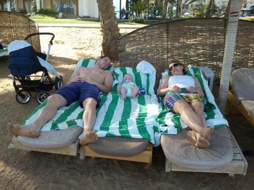 Zaslužen počitek na plaži (Soma bay, Egipt)