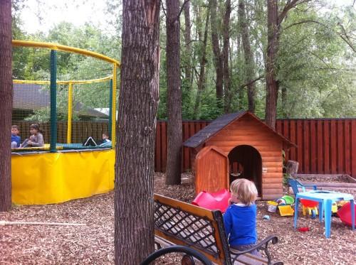 Zbilje - bistro Sidro - trampolin in igrišče