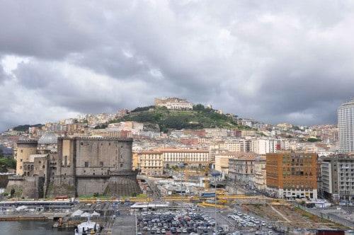 Pogled z ladje na Neapelj, Italija