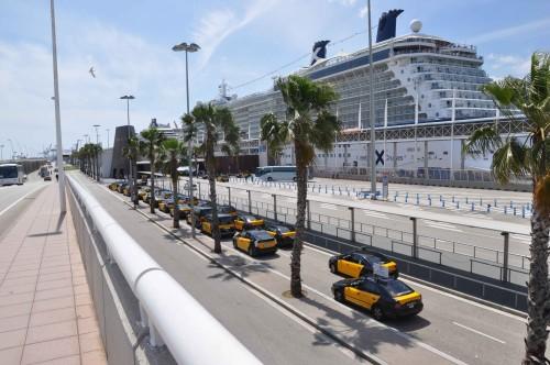 Na ogled mesta se lahko odpravite organizirano ali individualno - taksiji čakajo na potnike v Barceloni