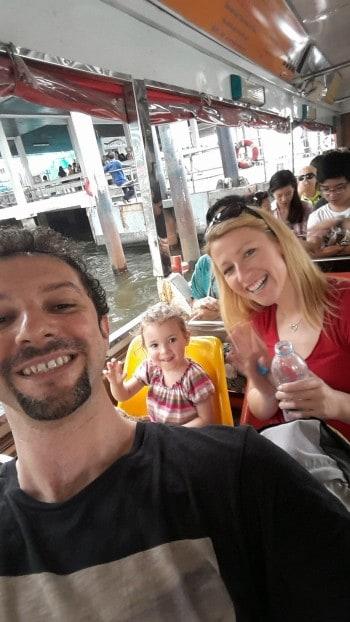 Vožnja po glavni reki Chao Phraya. Uživa prav cela družina!