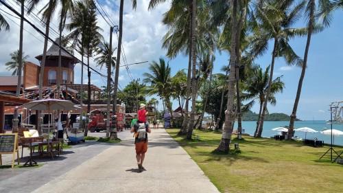 Sprehod ob obali Fisherman's village.