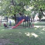 9 otroških igrišč v Ljubljani in okolici primernih za igro v (pre)vročih poletnih dneh
