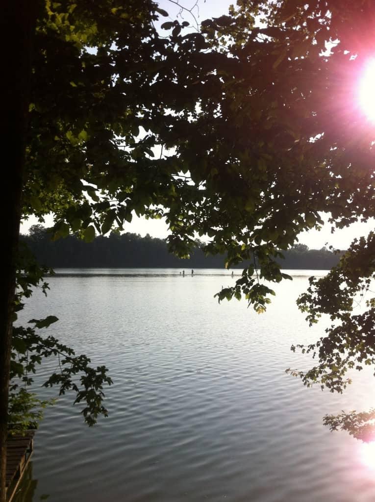 Proti večeru je ob jezeru še posebej pravljično :)