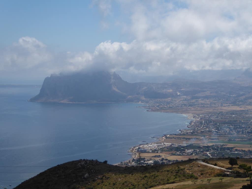 pogled na prelepo obalo zahodne Sicilije (na koncu prispevka)