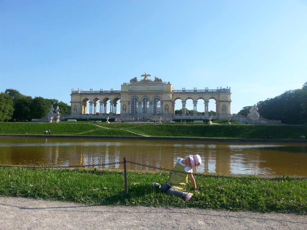 Z otroki na Dunaj