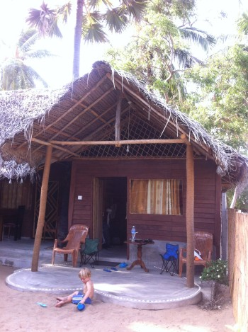Peskovnik pred hišo, Kalpitiya