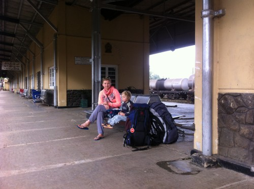čakamo na vlak