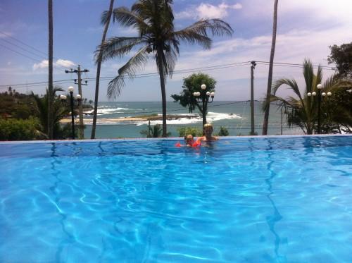 Na jugu je poleti morje zelo razburkano, zato bazen z razgledom še kako prav pride