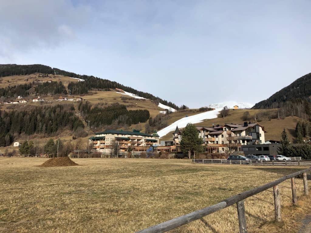Snega v dolini ni bilo, vendar ni bilo treba daleč ponj:) (smučanje Sillian, Avstrija)