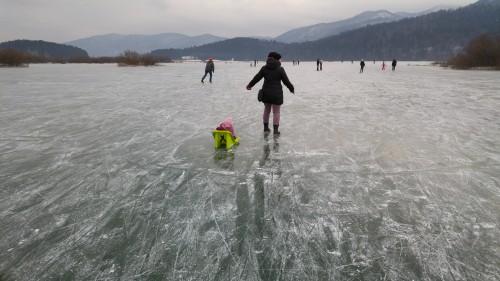 Sprehod po ledenem jezeru