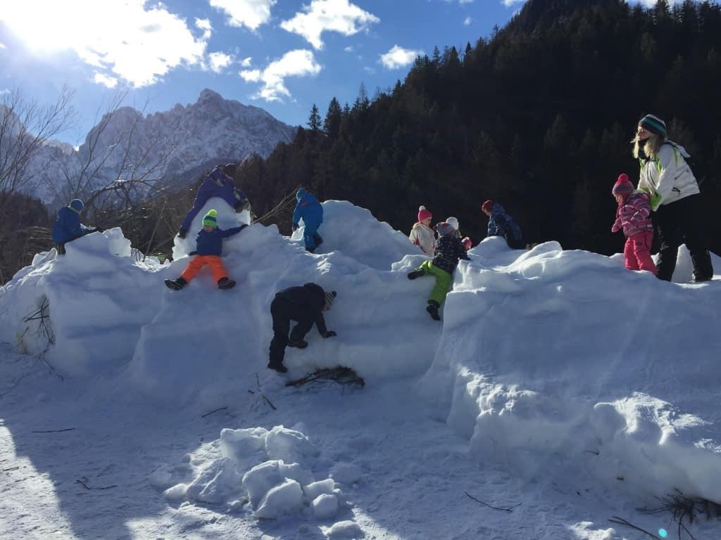 """Plezanje in smučanje po """"gori snega"""" je zagotovoljena zabava (Kranjska gora, Slovenija)"""