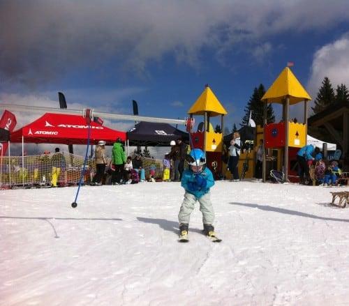 Zabava za najmlajše na vrhu smučišča Cerkno
