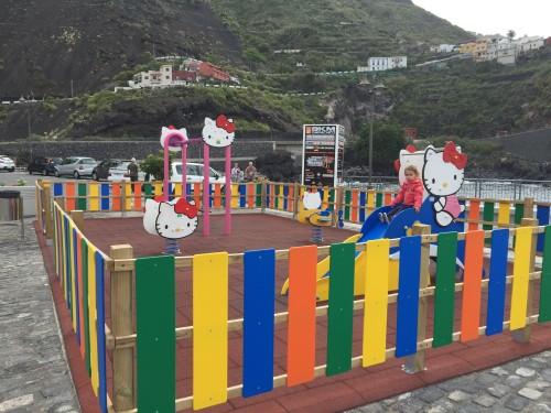 Otroško igrišče ob mestecu Garachico na S otoka (otok Tenerife, Kanarsko otočje, Španija)