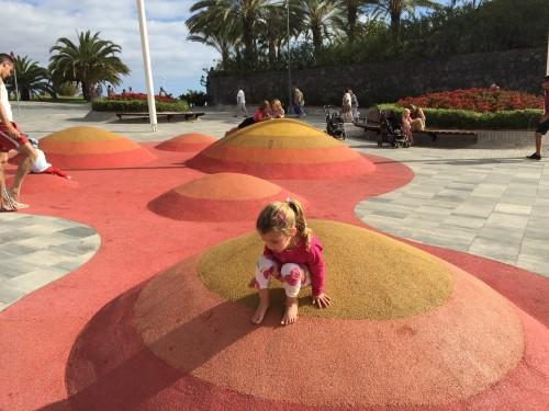 Zanimivo igrišče na poti na Playa paradisio (otok Tenerife, Kanarsko otočje, Španija)