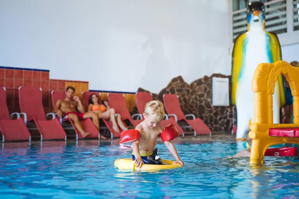 Otroci v čofotalniku - notranji bazeni. Terme Zreče