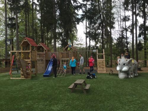 Ogromno otroško igrišče pri Planinskem donu Komenda