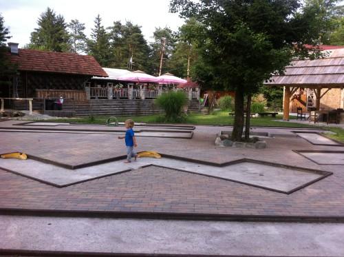 V kampu Menina je tudi igrišče za mini golf