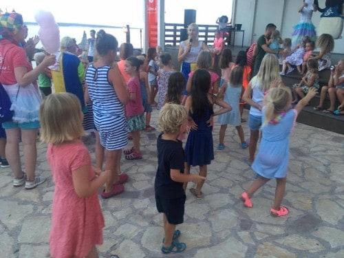 Večerna plesna animacija za otroke, Kamp Šimuni, Pag