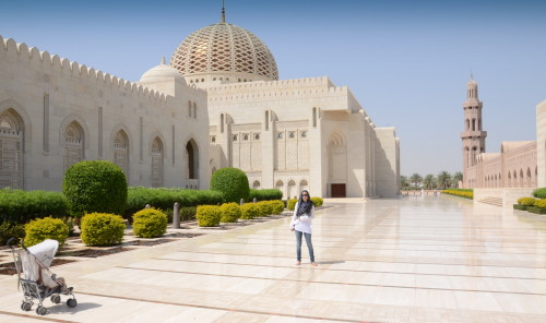 Katja in njen enoletnik v Omanu