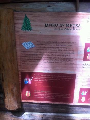 Lesene table z opisi pravljic in nalogami za obiskovalce, Logarska dolina