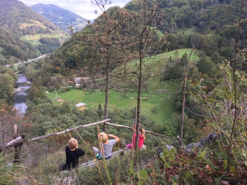 Razgled na dolino reke Idrijce, Cerkljansko
