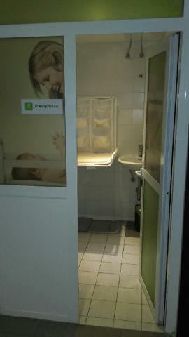 Nekateri gostnski lokali in večina nakupovalnih središče ima svoje previjalne sobe, Gostilna Livada