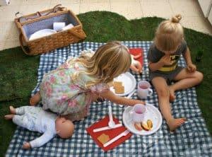 piknik-v-hisi-za-otroke-300x222