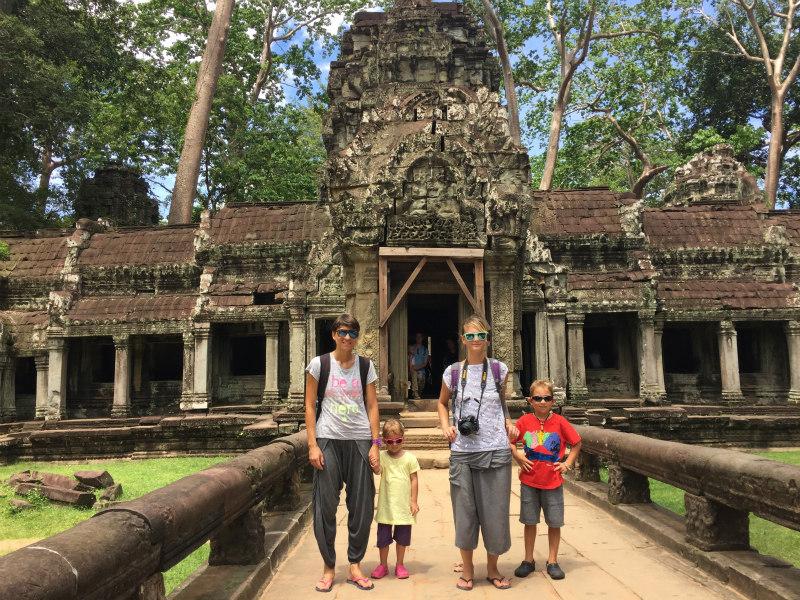 pred-vstopom-v-ta-prohm-tempelj