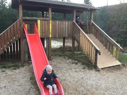 Otroško igrišče pri hotelu Rakitna