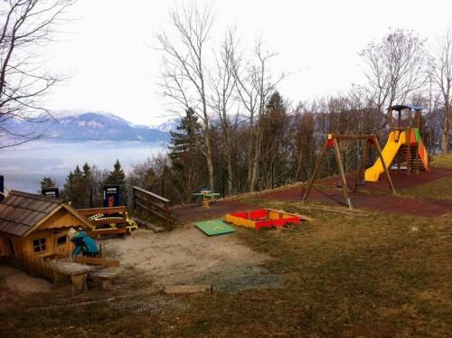 Otroško igrišče na Joštu je lepo vzdrževano