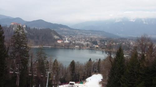 Razgled iz straže na blejsko jezero (smučišče Straža pri Bledu)