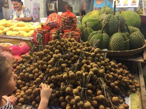 Na tržnicah smo redno kupovali lokalno sadje in oreščke po ugodnih cenah, Koh Chang, Tajska