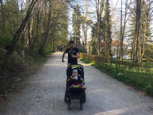 Vozičkanje po parku Tivoli, Ljubljana