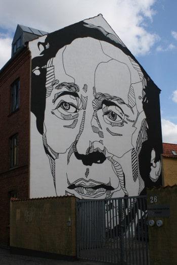 Portret Hansa Christiana Andersena na pročelju ene od hiš v Odense, Danska