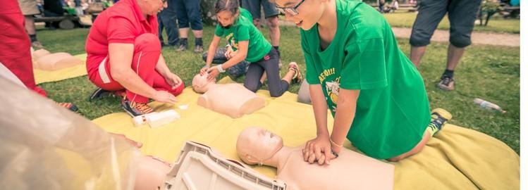 Na Slavniku bo potekala delavnica Oživljanje in uporaba defibrilatorja, Gremo v hribe