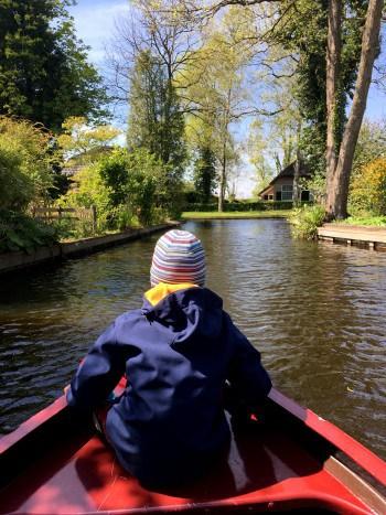 S čolnom po vasi Giethoorn, Nizozemska