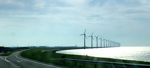 Znamenita avtocesta, katero poznamo iz fotografij iz raznih revij in interneta. Seveda bi bil pogled na vetrnice v morju mnogo lepši iz zraka. Ampak tudi tako je bilo fantastično, Nizozemska