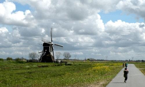 Mlini na veter, ki so bili v preteklosti namenjeni prečrpavanju vode. Ob večjih nalivih še jih uporabijo za ta namen tudi danes, Nizozemska
