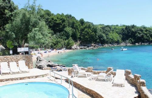 Na plaži na otoku Pelješac, Hrvašla