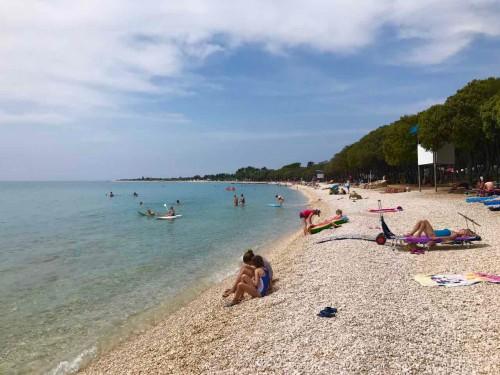 Plaža kampa Straško, otok Pag, Hrvaška