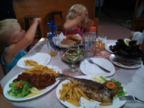 Večerja v kampu Kranea, Albanija