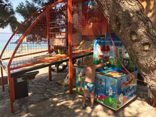 Arkadne igre za otroke, kamp Šimuni, Pag