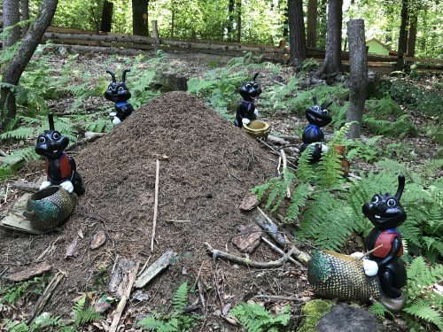 V prašičkovem gaju boste našli tudi razne pravljične prebivalce gozda (Ranč Aladin)