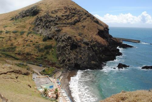 Pogled na plažo Pharinia iz parkirišča (Madeira)