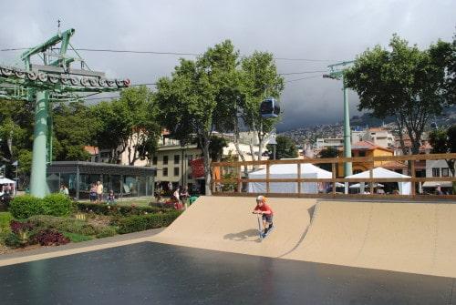 Na Monte se lahko odpravite z gondolo, ki se nahaja tik ob starem delu mesta Funchal, Madeira