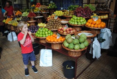 Tržnica v Funchalu je raj za ljubitelje svežega sadja (Madeira)