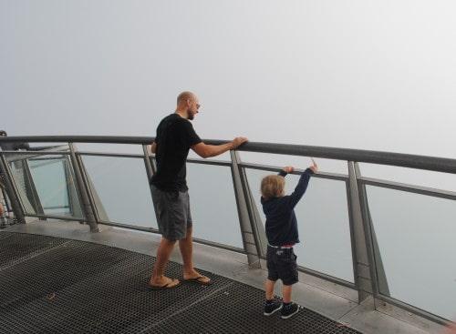Steklena platforma na Cabu Girau v megli )Madeira)